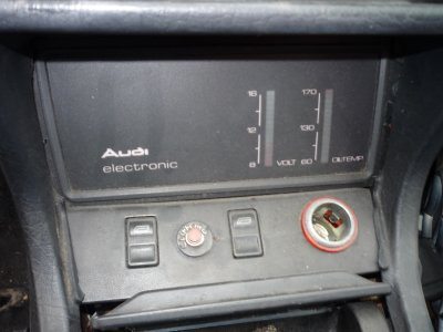 Audi Quattro 20V (1984-1986). Detail of battery and temperature control